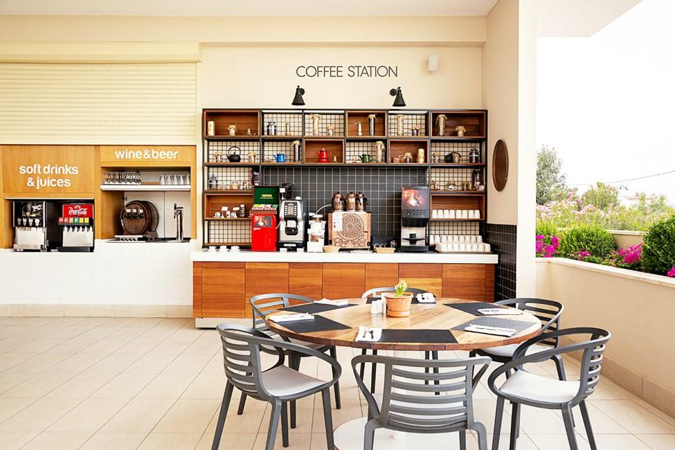 Kaffestationen i buffetrestauranten
