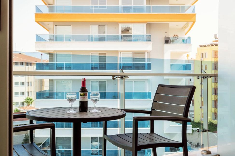 Classic Room med balkon og udsigt mod nærliggende bygninger eller gade (inkl. morgenmad)