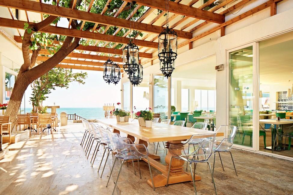 Sunprime Restaurant & Bar ligger perfekt ved den eksklusive strandpromenade i Side