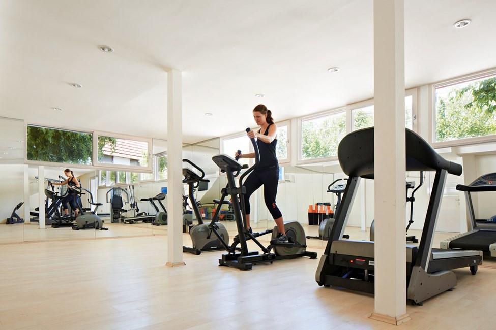 På hotellet er der gratis adgang til motionsrum og holdtræning