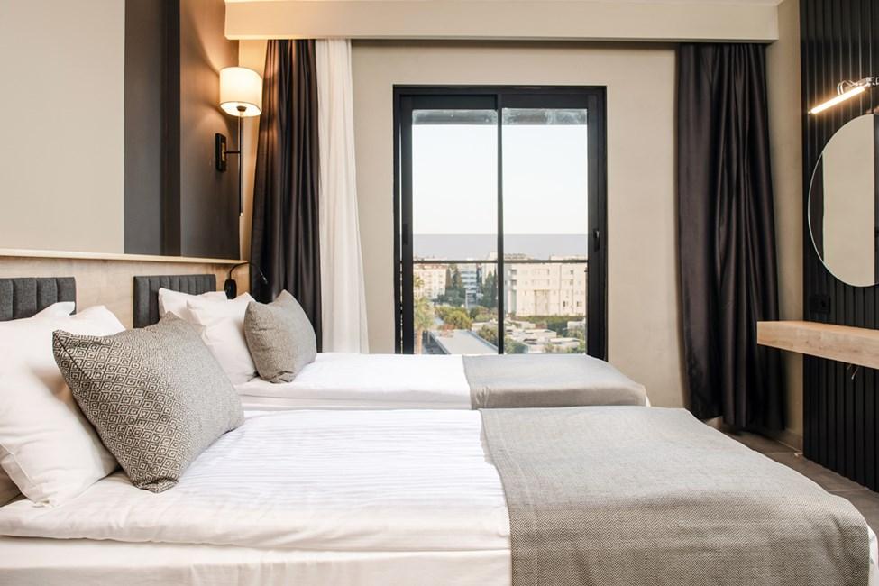 3-værelses lejlighed med fire senge, balkon og havudsigt