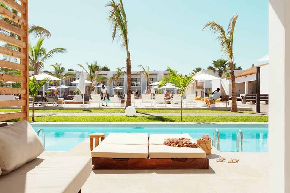 1-værelses Prime Pool Suite med terrasse mod poolområdet med direkte adgang til privat, delt pool