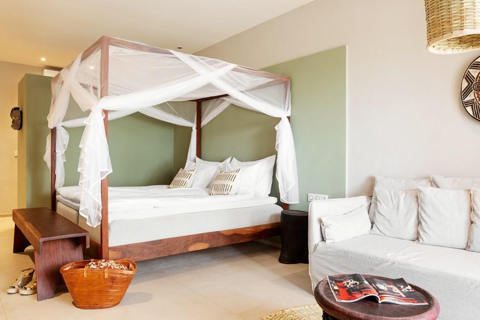 Eksempel på suiternes kombinerede soveværelse og opholdsstue - myggenet på forespørgsel
