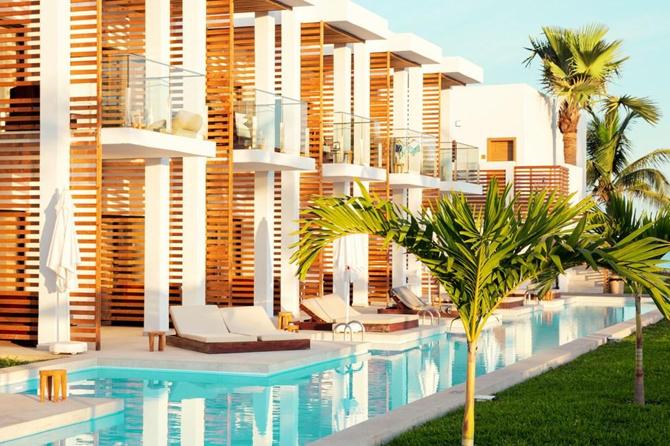1-værelses Prime Pool Suite med terrasse mod havet med direkte adgang til privat, delt pool