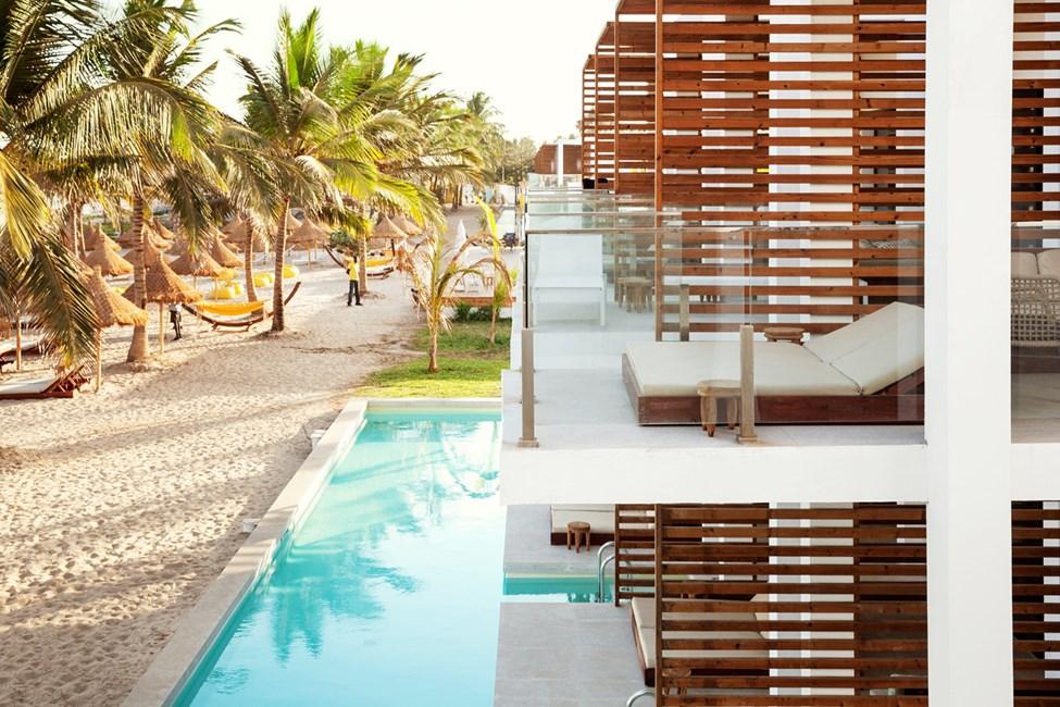 1-værelses Classic Suite med balkon mod havet og 1-værelses Prime Pool Suite med terrasse mod havet med direkte adgang til privat, delt pool