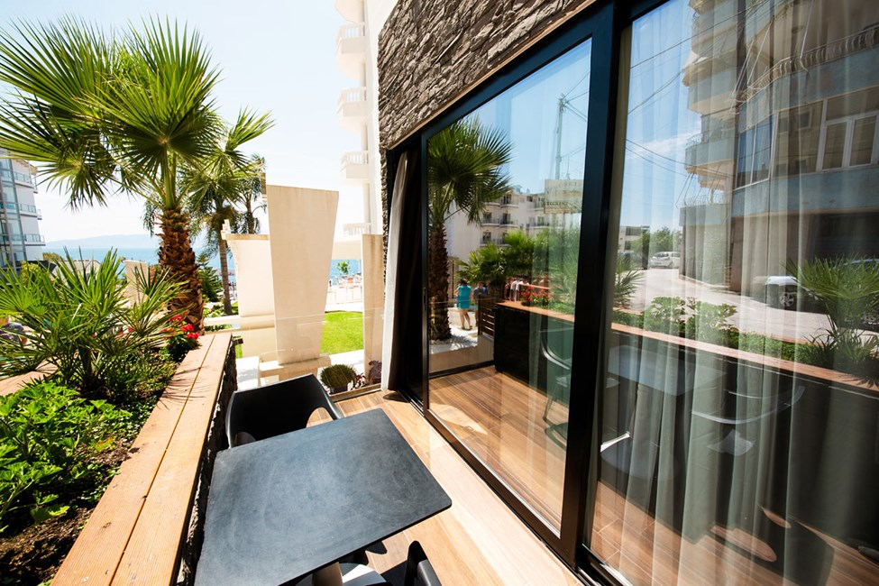 Dobbeltværelse med balkon i stueplan