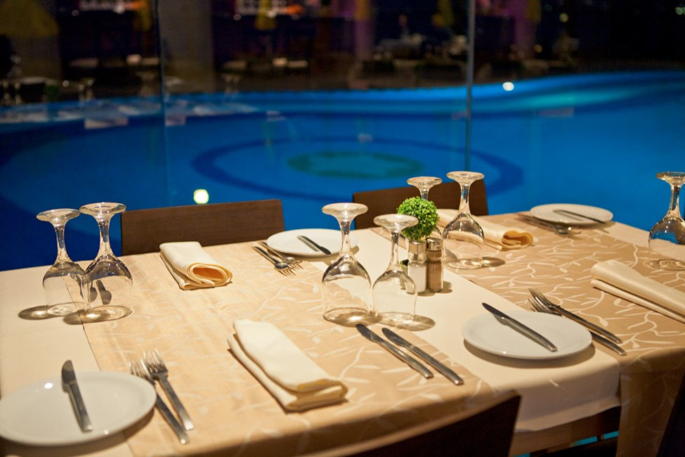 Middag ved poolen