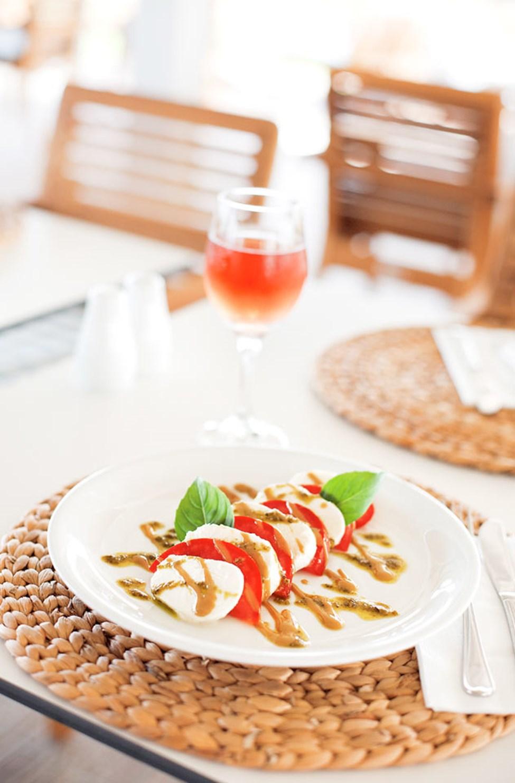 Du kan spise både morgenmad, frokost og middag i hotellets restaurant