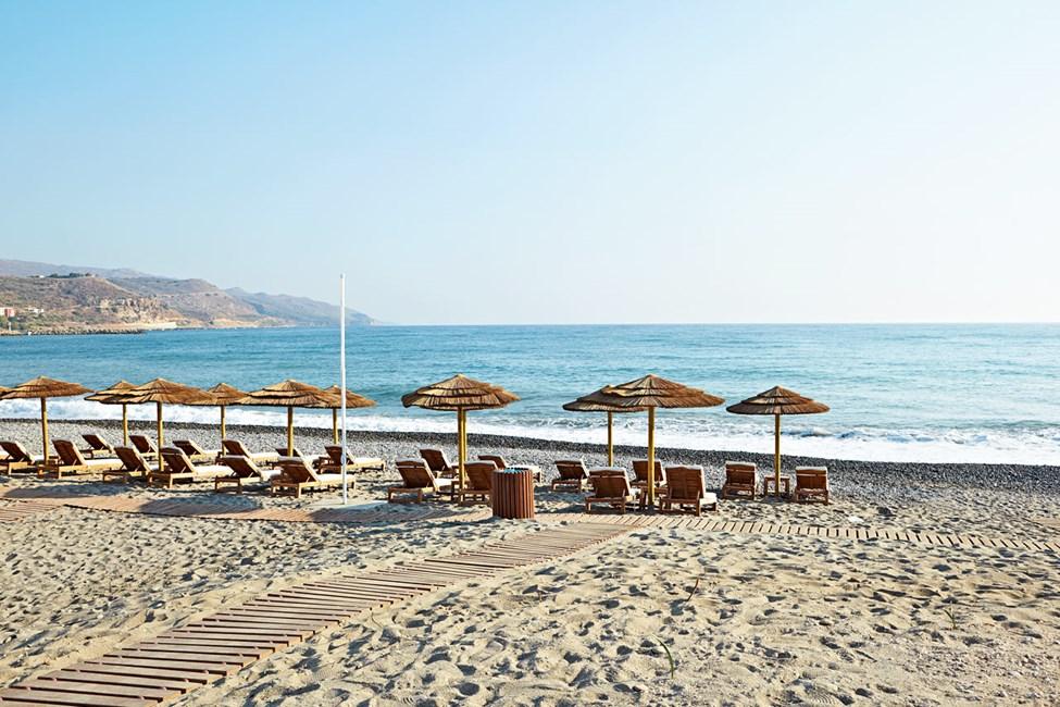 Stranden nærmest hotellet