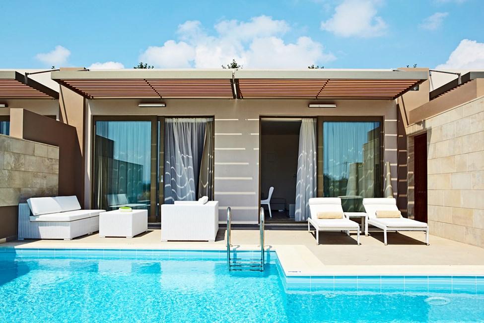 Suite med opholdsstue og soveværelse samt privat pool