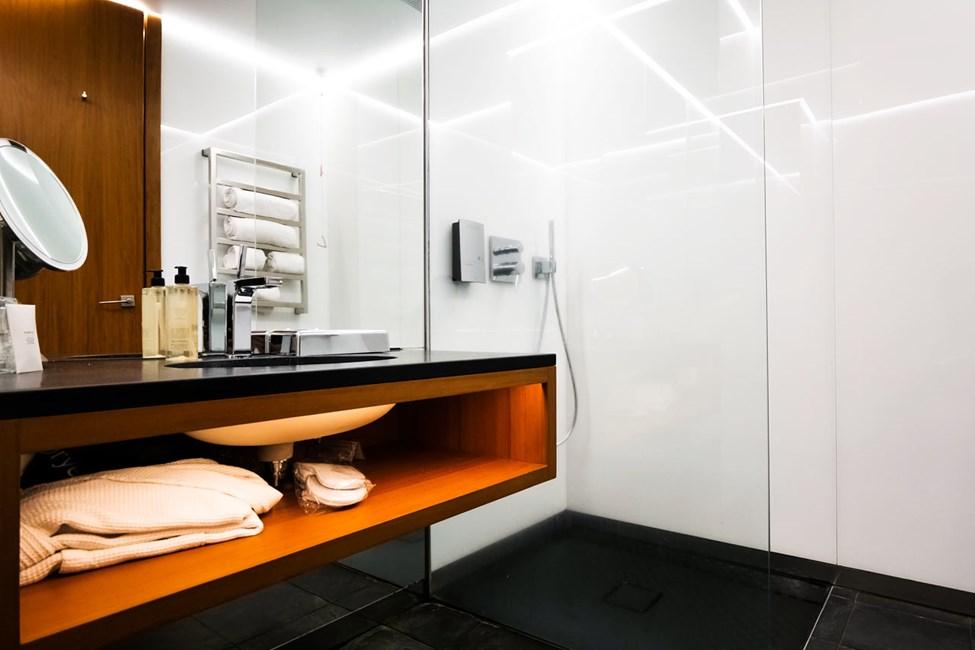 Badeværelset i dobbeltværelserne