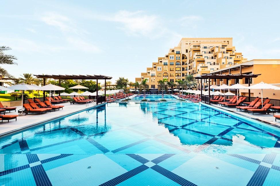 Hotellet har flere dejlige poolområder
