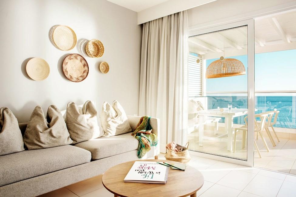 3-værelses Royal Family Suite med stor balkon og havudsigt i Afrodite