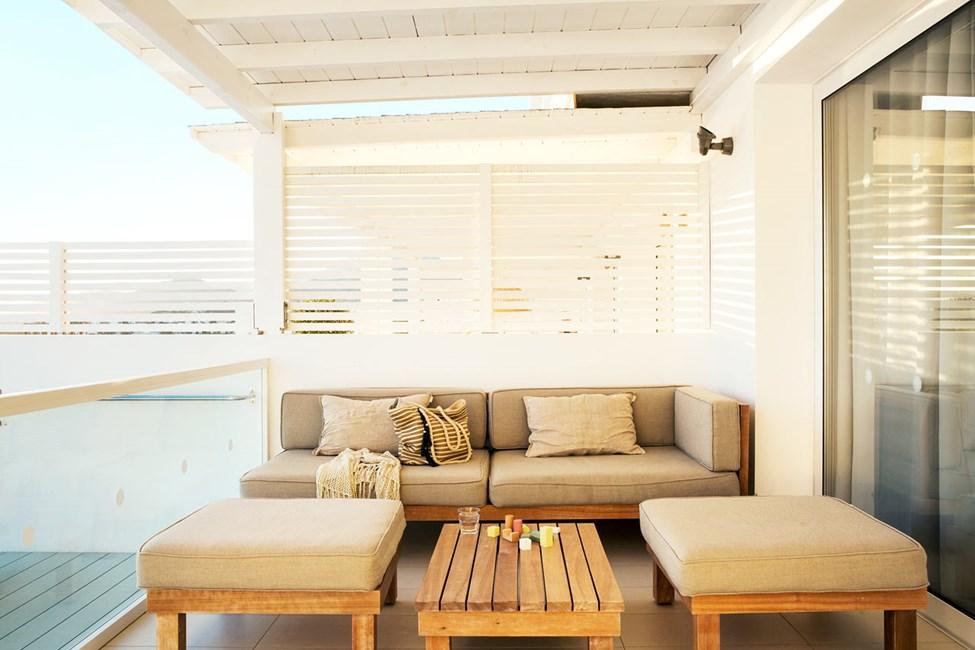 3-værelses Royal Pool Suite med stor terrasse og havudsigt samt direkte adgang til privat, delt pool i Afrodite