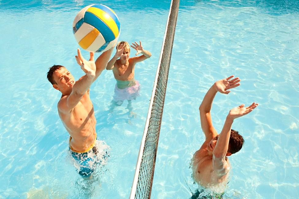 Deltag i arrangerede aktiviteter f.eks. i poolen