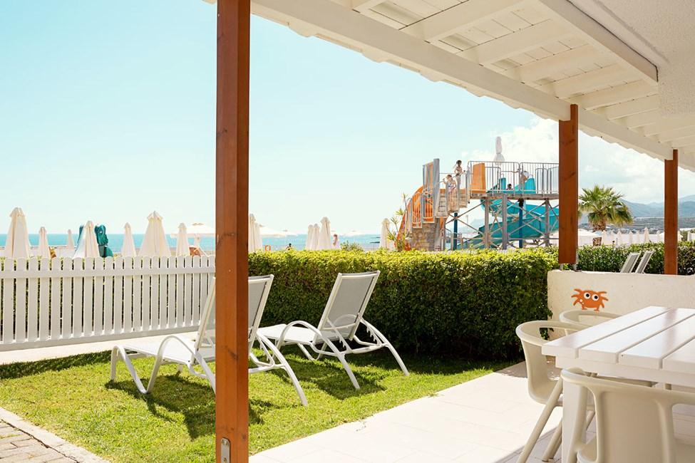 2-værelses Lollo & Bernie Suite med terrasse mod poolområdet i Apollon
