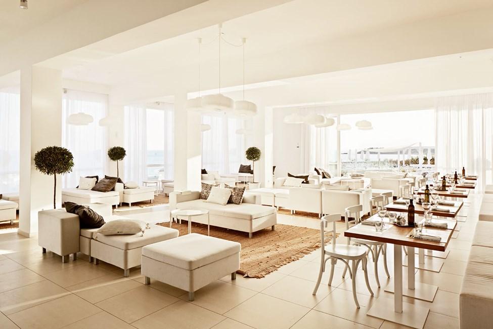 Lounge ved siden af Ocean Beach Restaurant