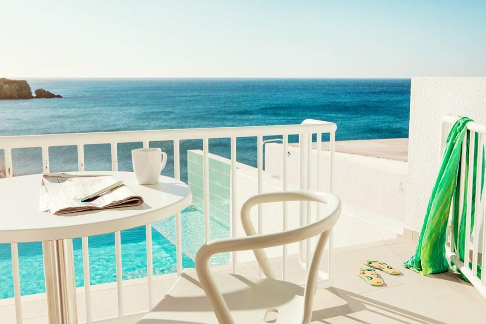 2-værelses Club Suite, stor terrasse med havudsigt og adgang til privat, delt pool