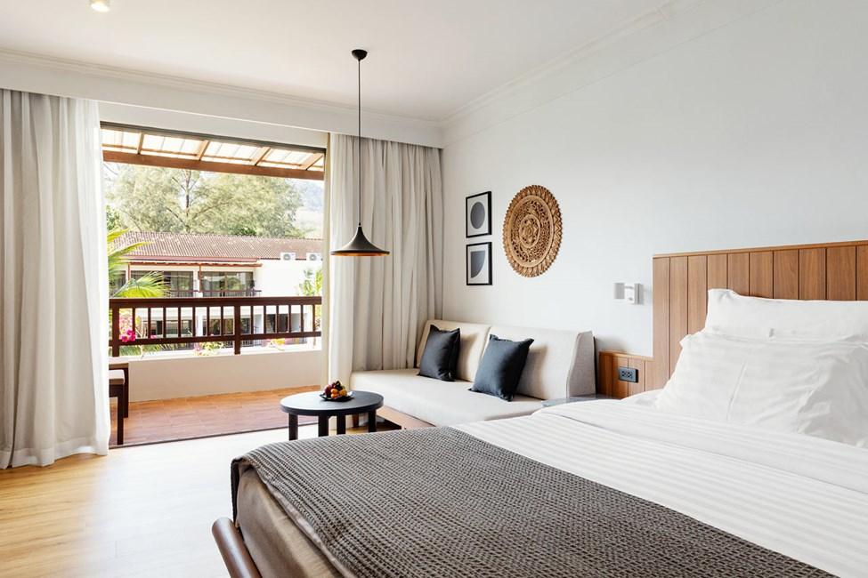 Nyrenoveret badeværelse i Classic Suite med balkon mod haven