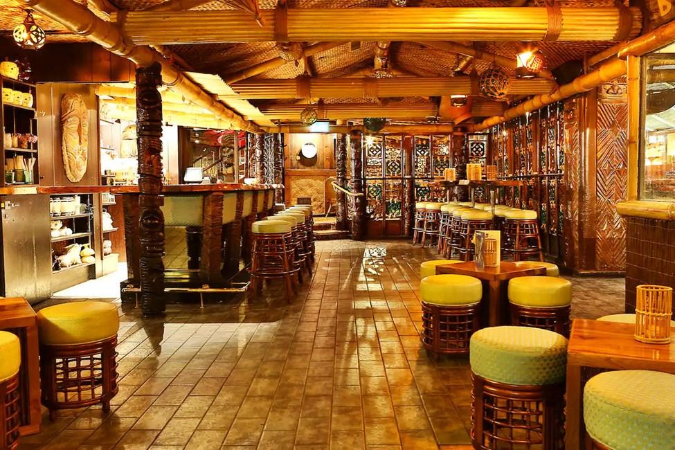 Hotellets kombinerede bar og restaurant