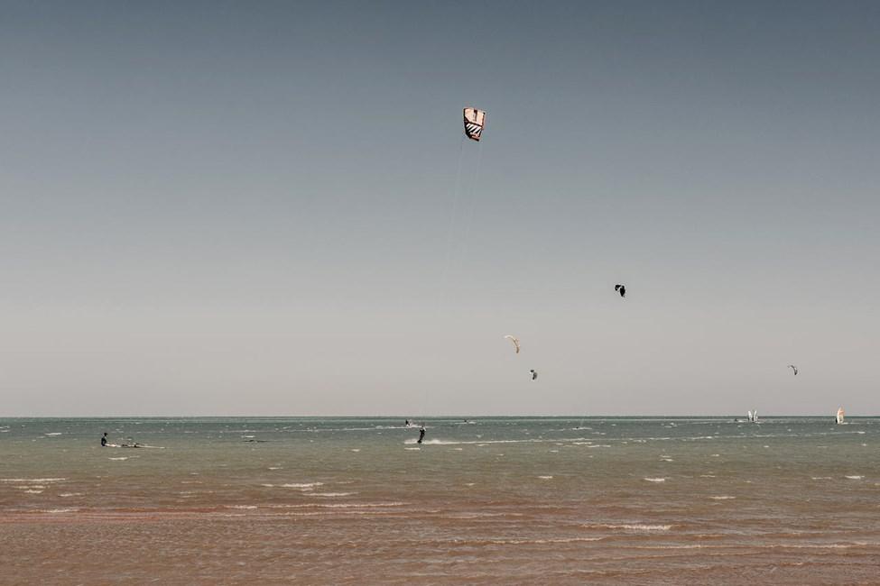 I El Gouna kan du prøve kitesurfing og andre former for vandsport
