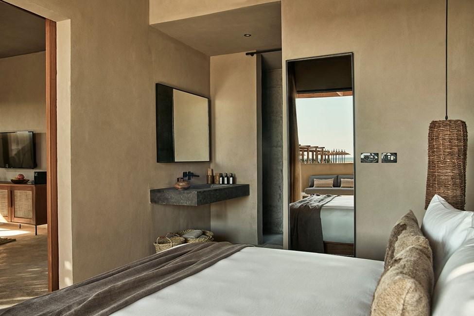 Værelse med tre rum i villa med to senge og privat pool