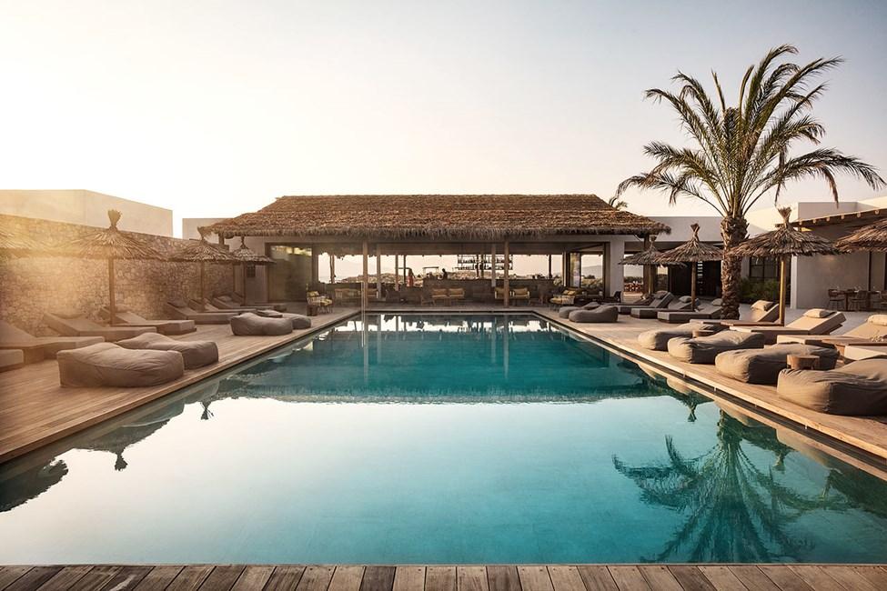 Lækkert poolområde i en afslappet atmosfære