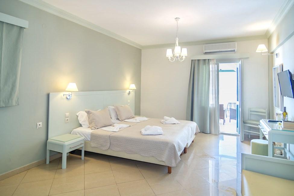 1-værelses lejlighed med stor balkon og havudsigt