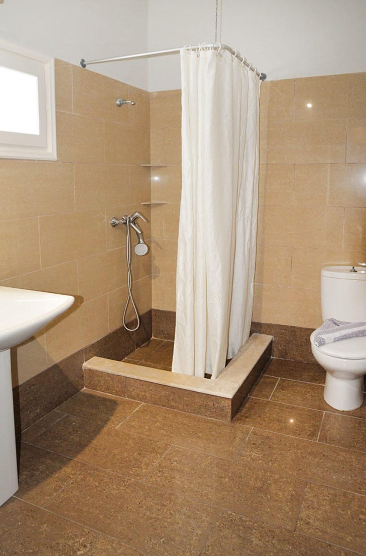 2-værelses lejlighed i to etager med begrænset havudsigt / 3-værelses lejlighed med fire senge og havudsigt