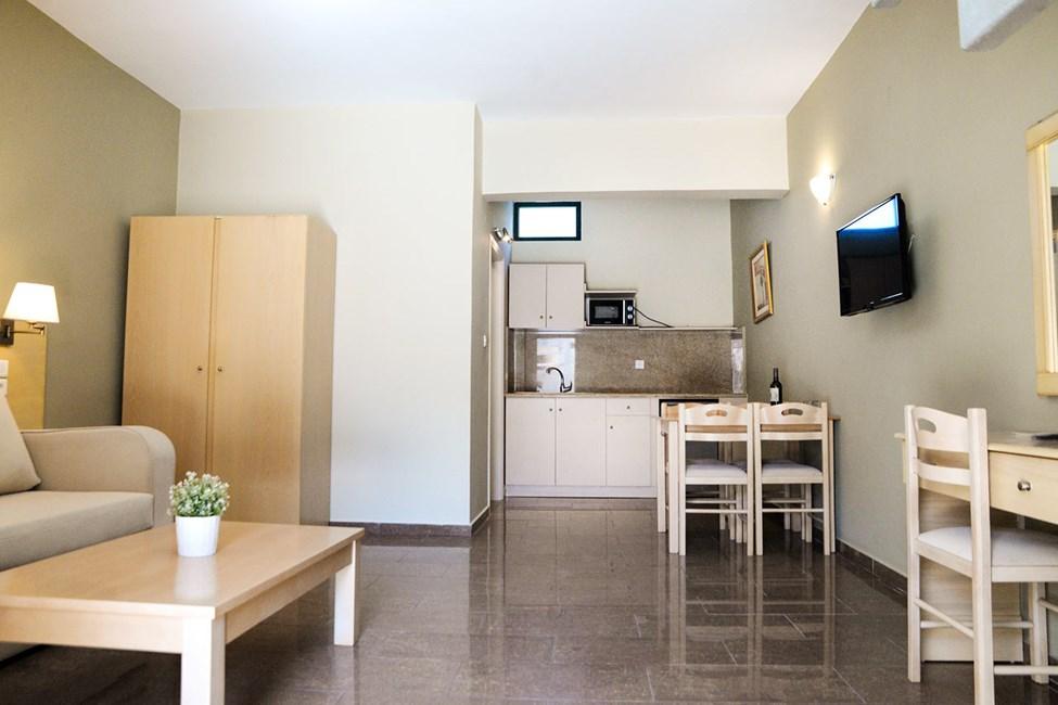 2-værelses lejlighed i to etager med begrænset havudsigt