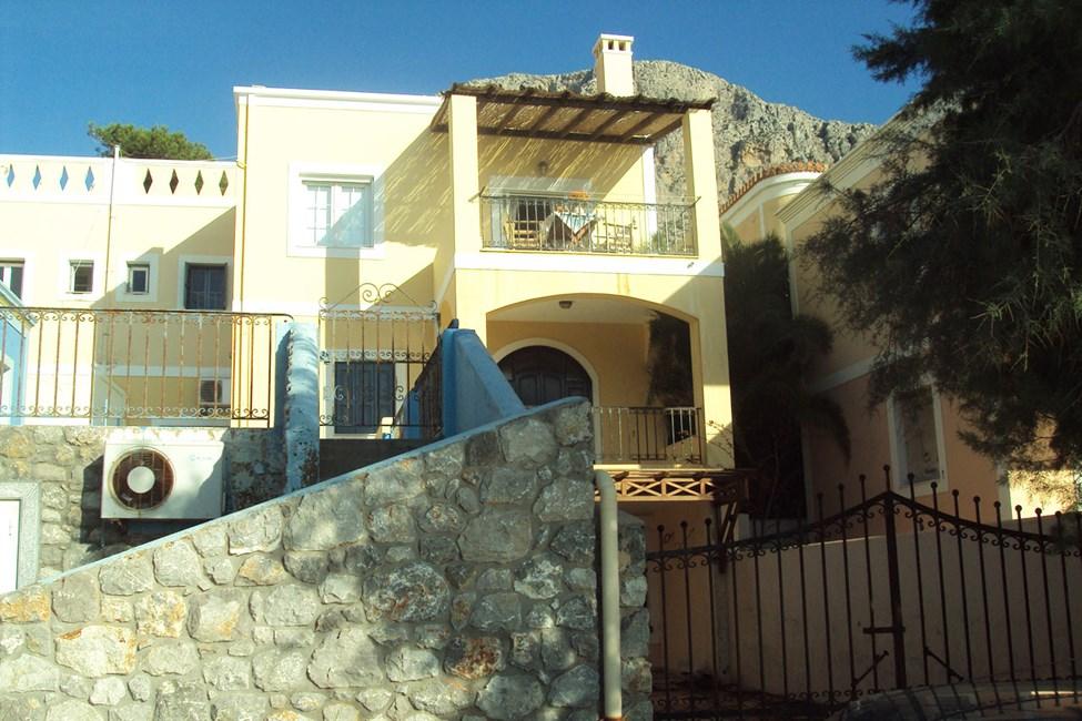 Balkonen i en 2-værelses lejlighed med havudsigt