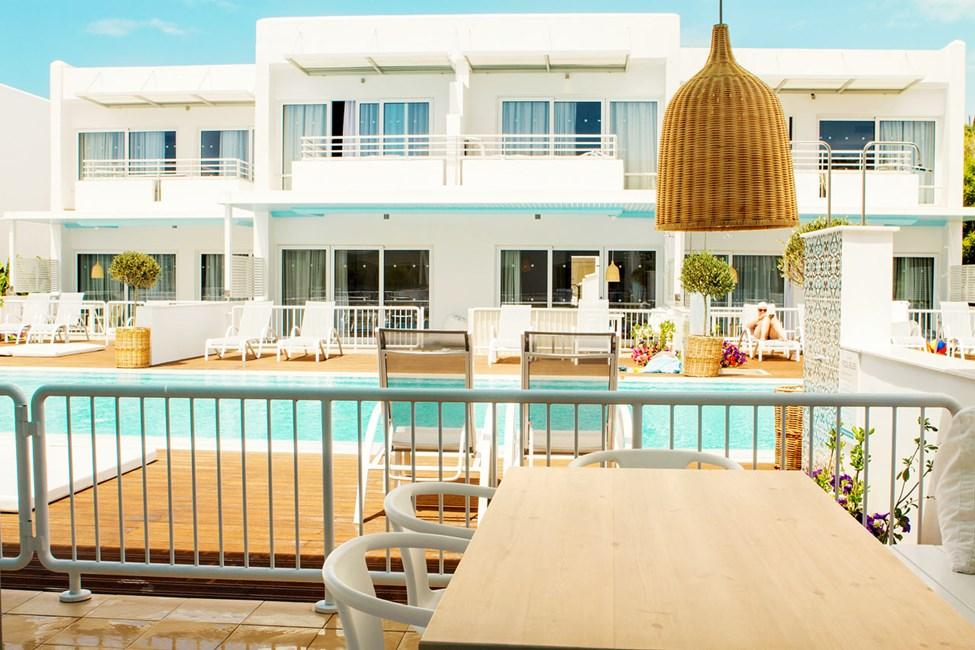 Royal Family Suite med stor terrasse og direkte adgang til privat pool (deles med andre suiter)