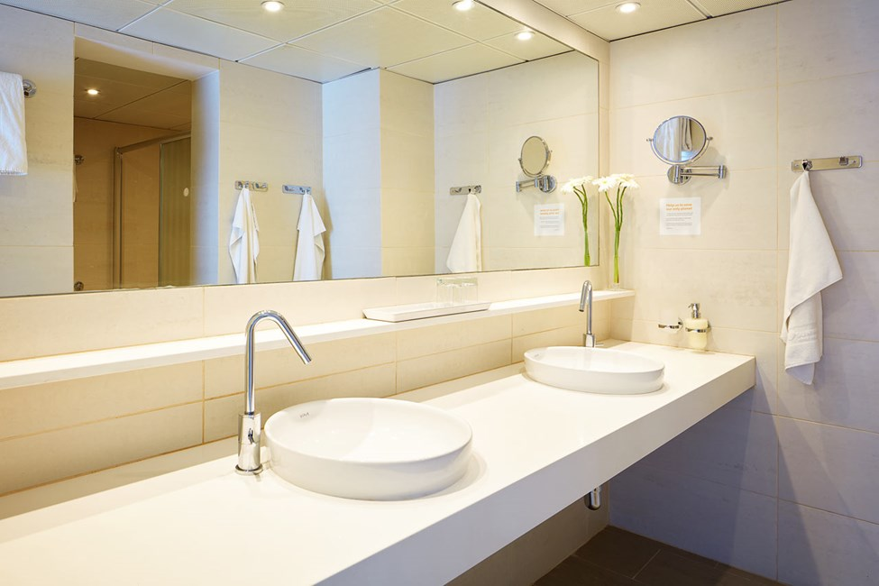 3-værelses Royal Family Suite med stor terrasse og direkte adgang til privat, delt pool