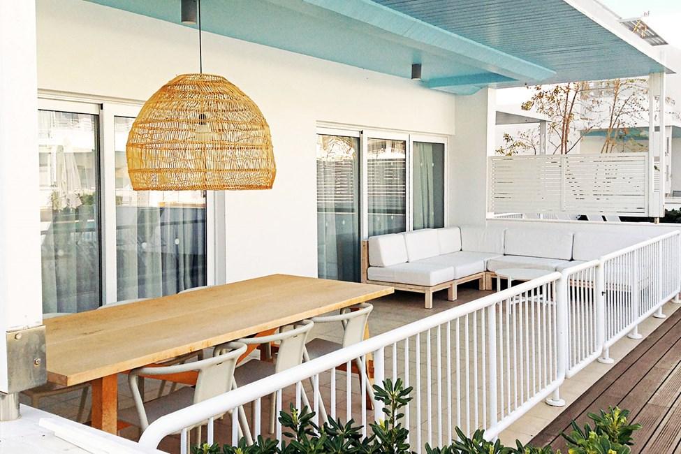 2- og 3-værelses Royal Pool Suite med stor terrasse med direkte adgang til privat, delt pool