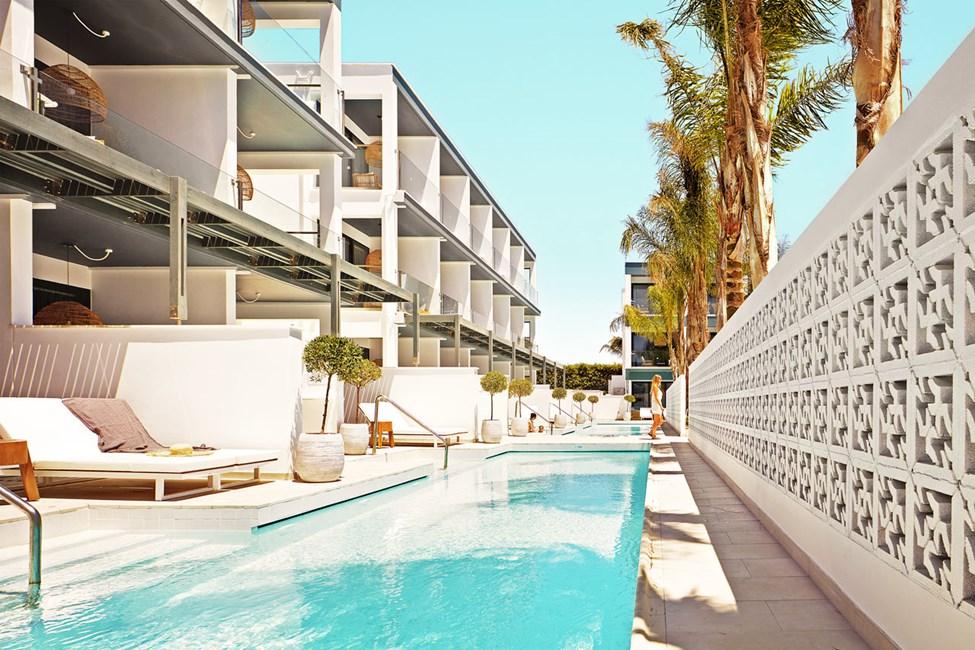 1-værelses Compact Suite med terrasse mod poolområdet og direkte adgang til privat, delt pool