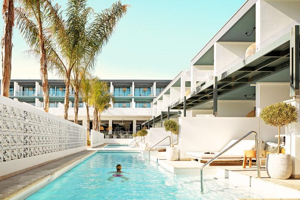 Hop i poolen direkte fra din egen terrasse