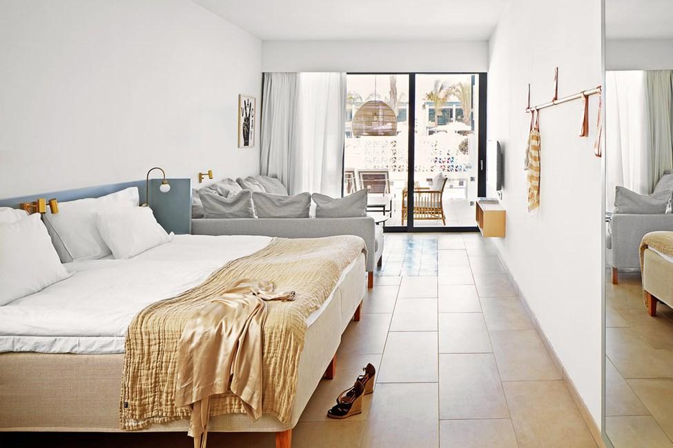 1-værelses Compact Suite med terrasse mod poolområdet med direkte adgang til privat, delt pool
