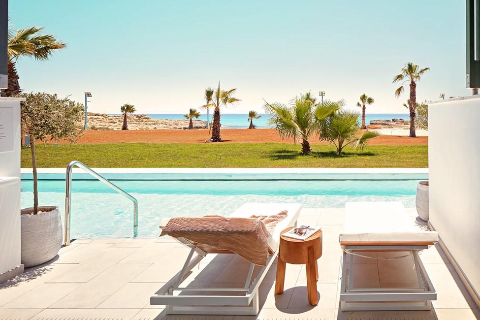 2-værelses Club Suite med terrasse mod havet med direkte adgang til privat, delt pool