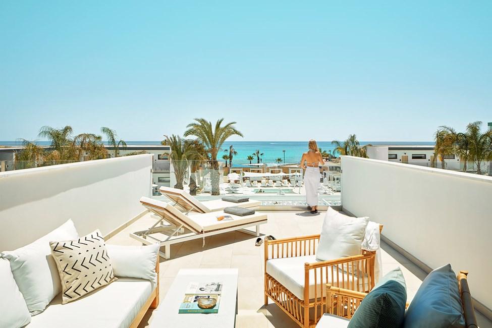2-værelses Club Suite med stor balkon mod havet