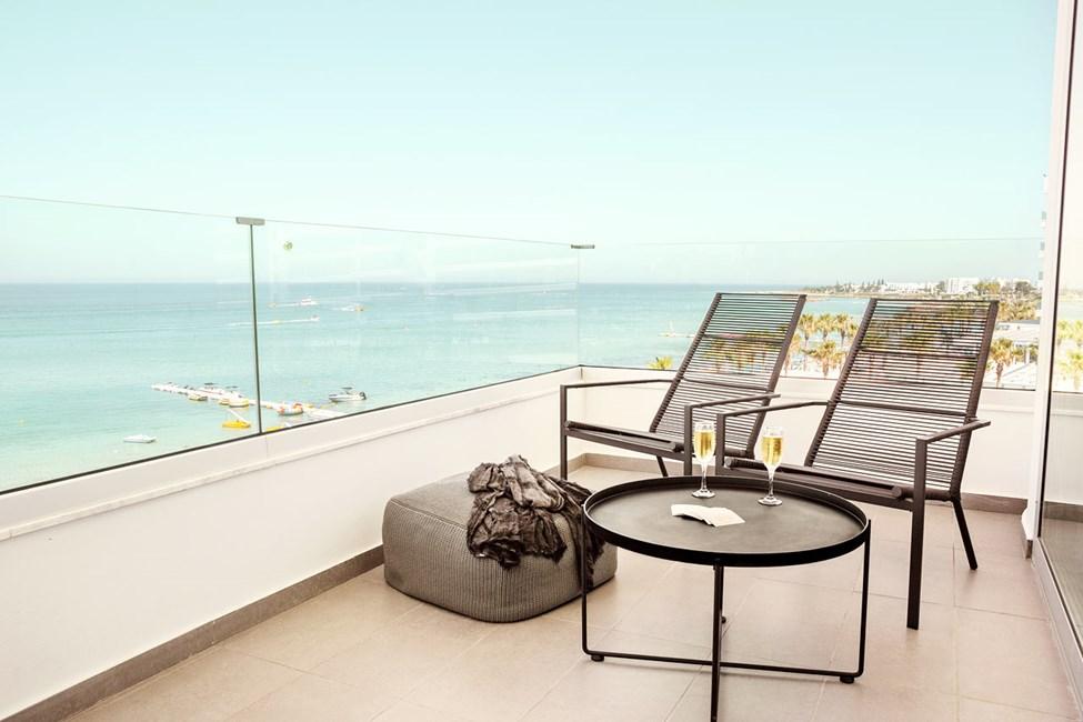1-værelses Prime Lounge Suite med stor balkon med havudsigt