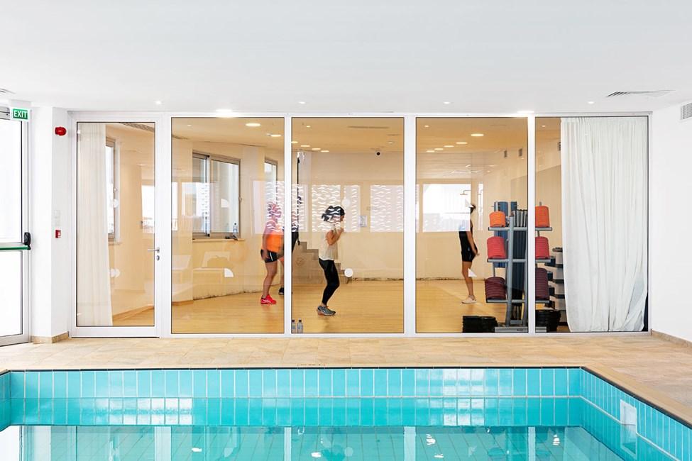 Hotellets indendørspool og motionsrum