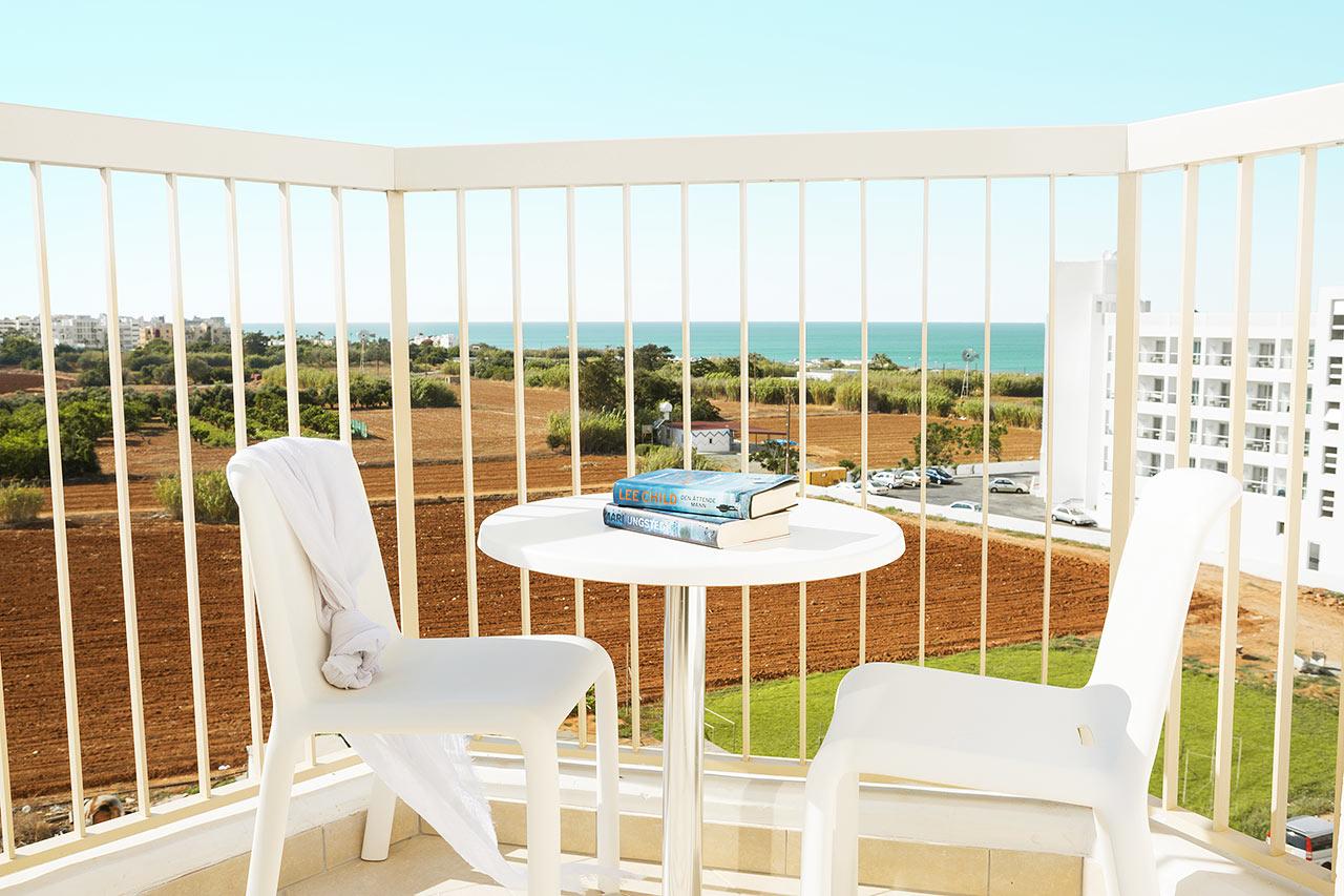 1- eller 2-værelses lejlighed superior med balkon mod omgivelserne