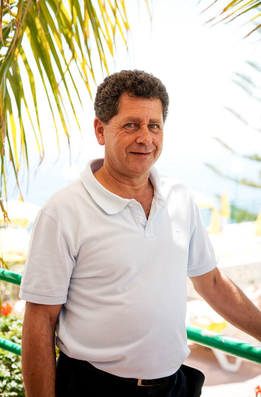 Hotellets direktør Theodoro