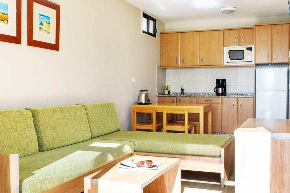 2-værelses lejlighed oven for poolområdet med udsigt eller med begrænset havudsigt - type B