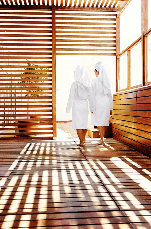 Forkæl dig selv med en skøn behandling i hotellets spaafdeling