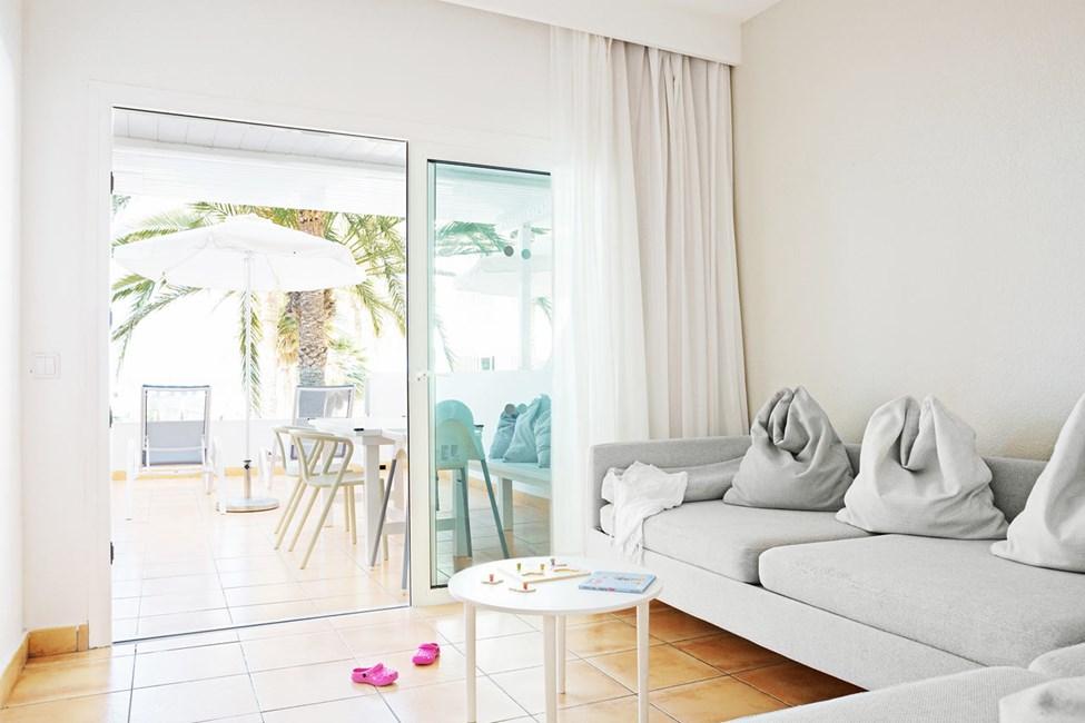 1-værelses Happy Baby-lejlighed med balkon mod havet