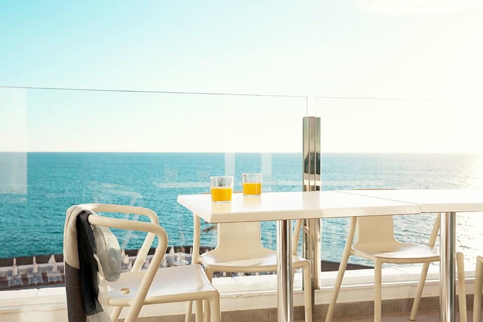 2-værelses Royal Lounge Suite med stor balkon med havudsigt