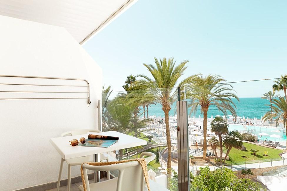 3-værelses Big Family-lejlighed med lille balkon mod havet