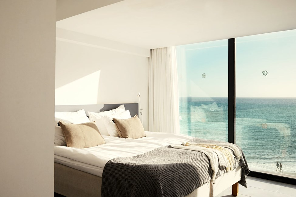 3-værelses Generous Suite med stor tag- og loungeterrasse med havudsigt