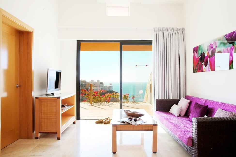 2-værelses lejlighed med balkon mod havet